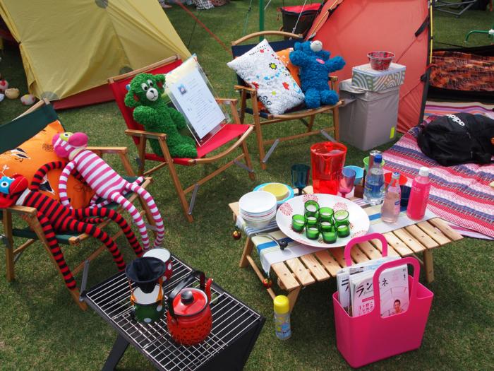 ローテーブルを使用したキャンプ
