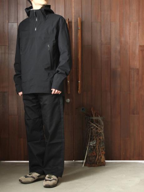 アークテリクスのヴェイランスシリーズを着た男性