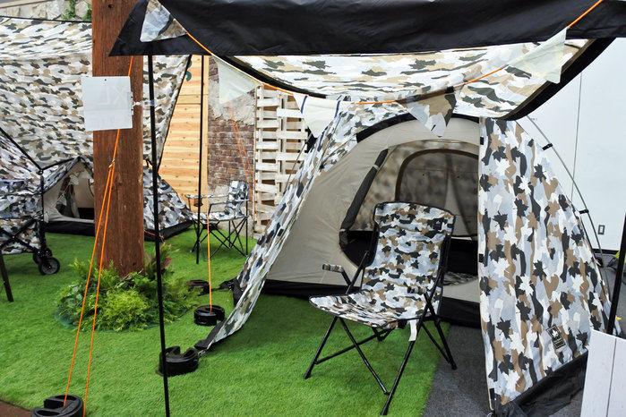 ロゴスのカモフラ柄のテントとチェア