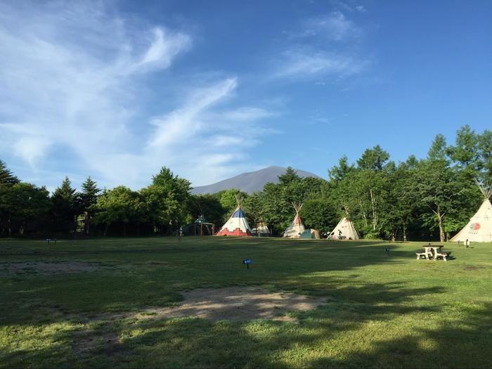 晴れの日のキャンプ場外観