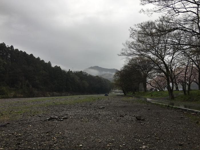 悪天候のキャンプ場