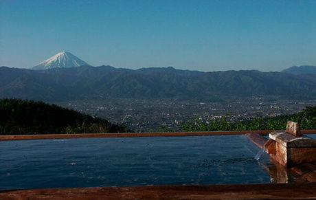 『ほったらかし温泉』の露天風呂からの景色