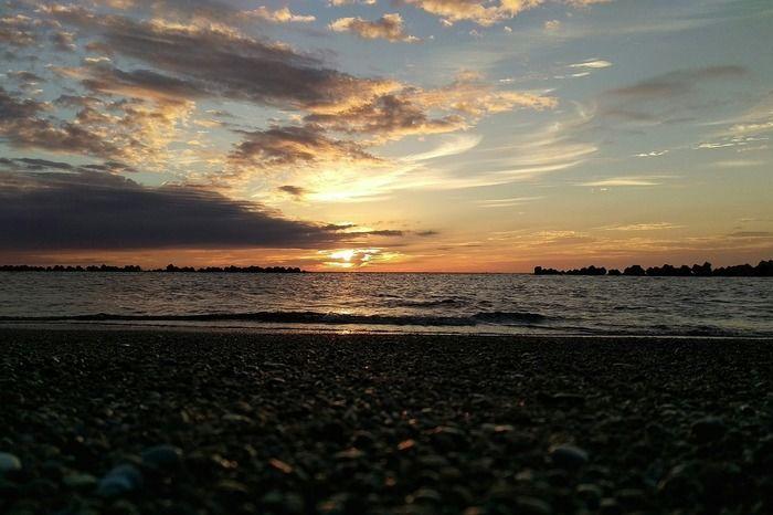 砂浜から見える夕日