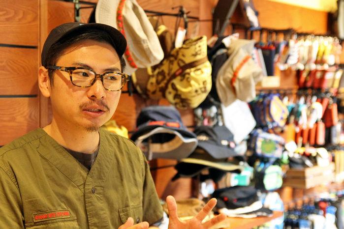 CHUMS表参道店の店長、中野さん