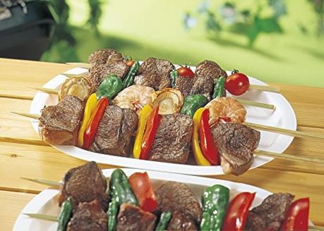 竹串に刺さる肉や野菜
