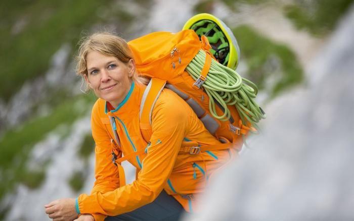 登山途中の女性