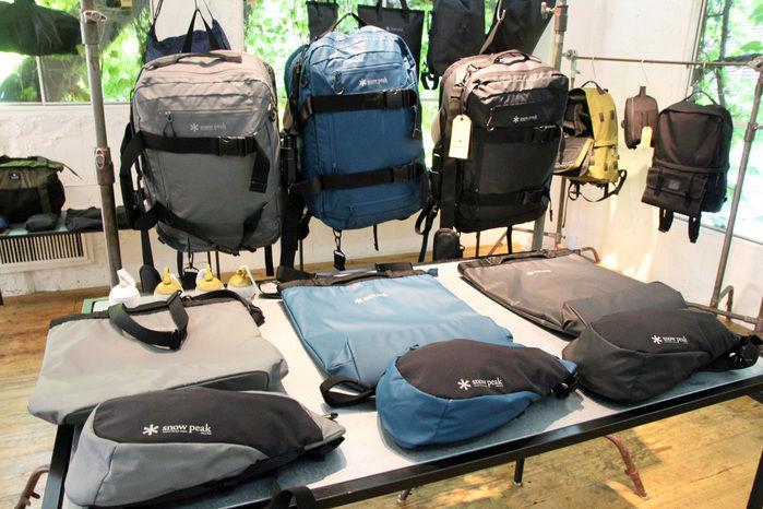 スノーピークアパレルの秋冬展示会のバッグ
