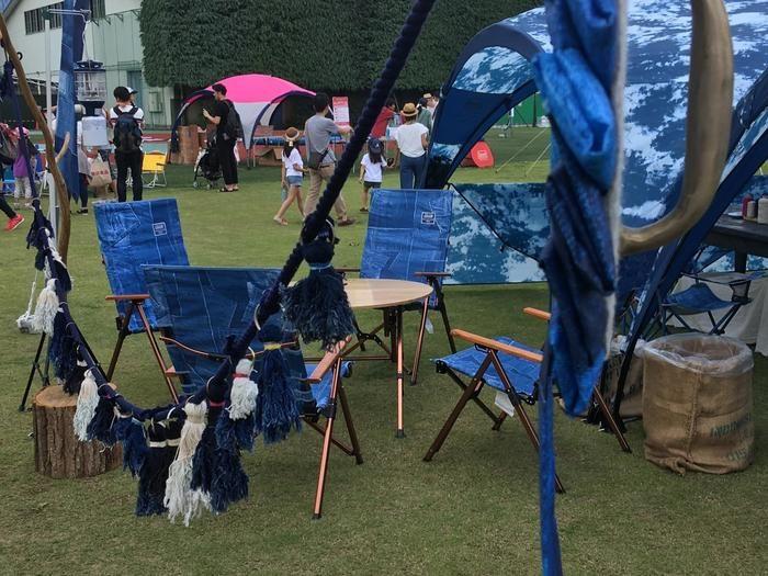 コールマンの青いテントの展示ブース