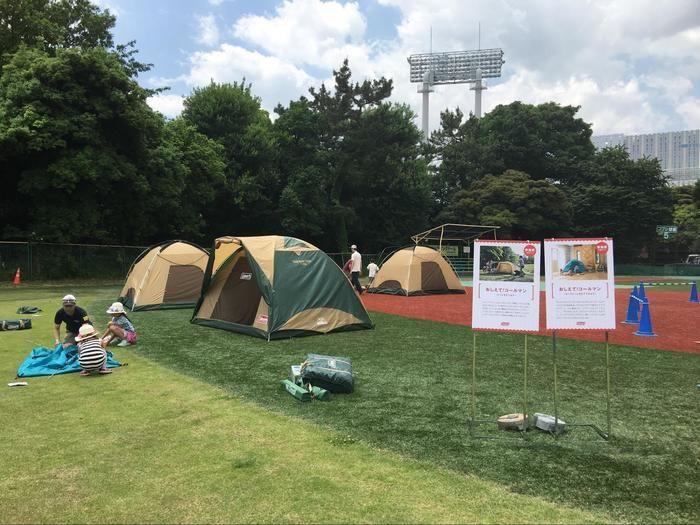 テントの設営の実践体験の様子