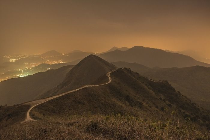 夕暮れ時の山