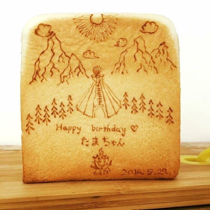 TAKIBIYAのオーナーさんがキャンプの絵を描いてくれた食パン