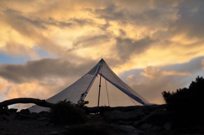 夕焼けとローカスギアのテント