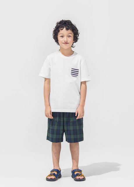 コロンビアのサンダルを履いた子供