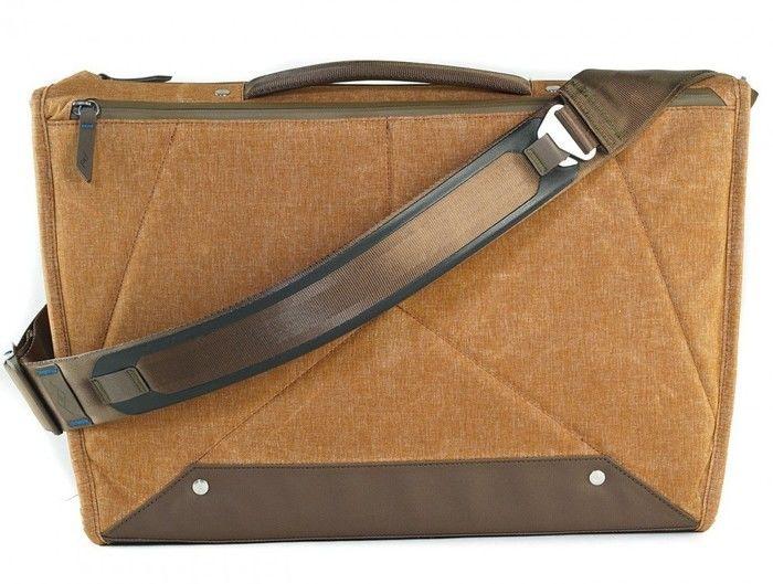peak designのエブリデイ・メッセンジャーバッグの背面