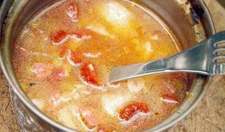 ベルモントの鍋でスープを作っている様子