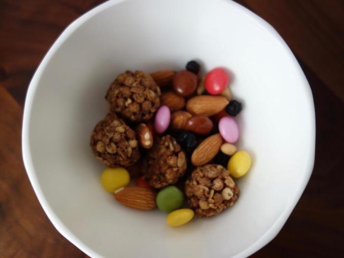 グラノーラ&チョコ入りのトレイル・ミックス