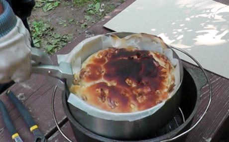 ダッチ・イン・ダッチオーブンで焼かれたパン