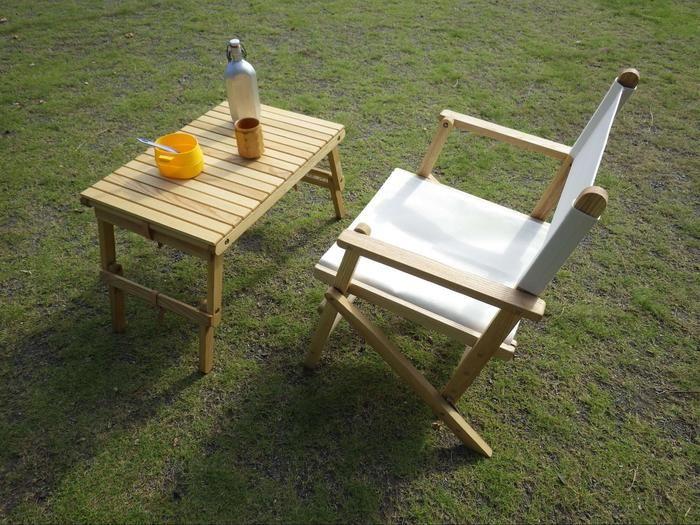 シエルブルーのテーブルと椅子