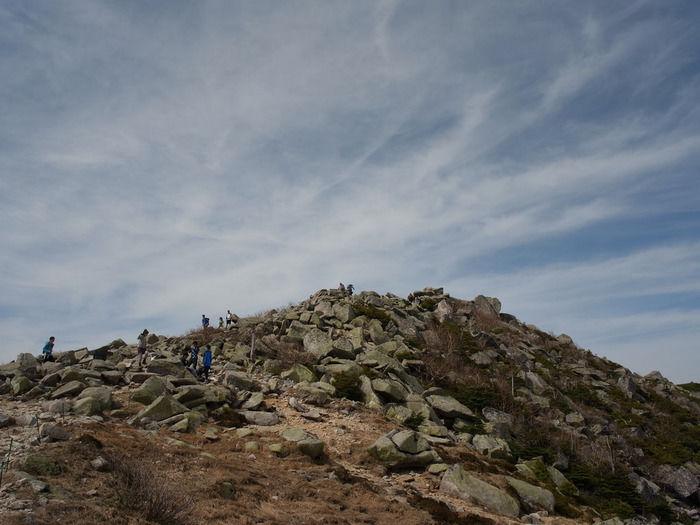 金峰山に上る人々