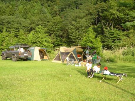 西湖キャンプ場テント村の様子