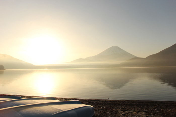 富士山の裾野から見える朝日