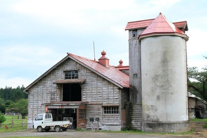 小岩井農場の上丸牛舎エリアのレンガサイロ