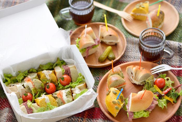 おしゃれなピクニックのお弁当の写真