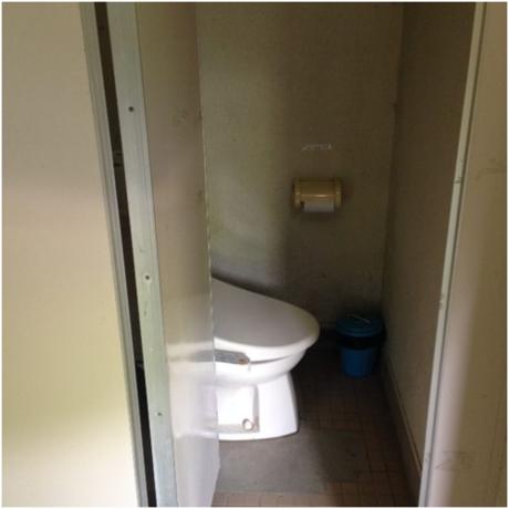 青野原オートキャンプ場のトイレの中