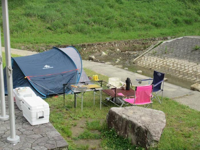河原沿いのケシュア 2SECONDS XL AIR3のキャンプサイト