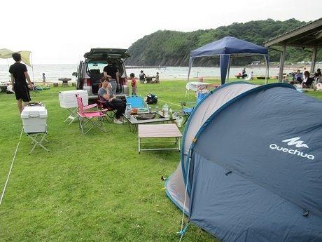 ケシュア 2SECONDS XL AIR3を使った海沿いでのキャンプの様子