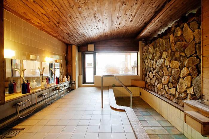 ライジングフィールド白馬の大浴場の内装