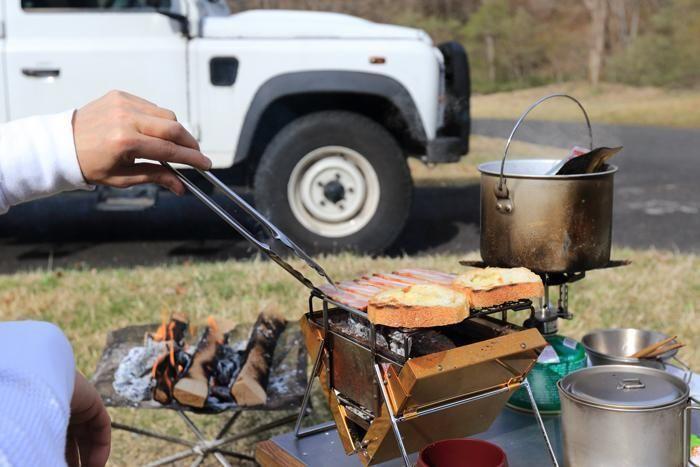 キャンプでご飯を作る様子