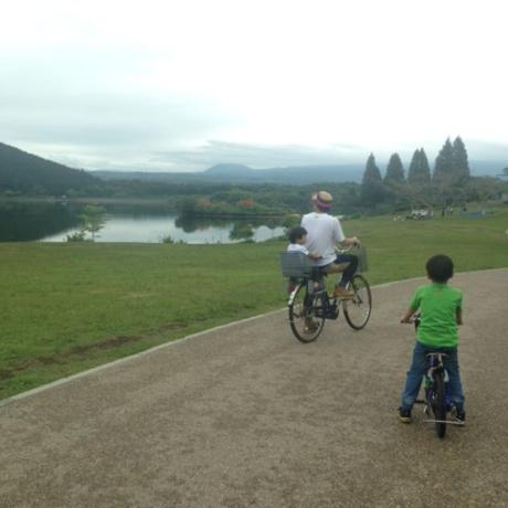 田貫湖一周サイクリングを楽しむ様子
