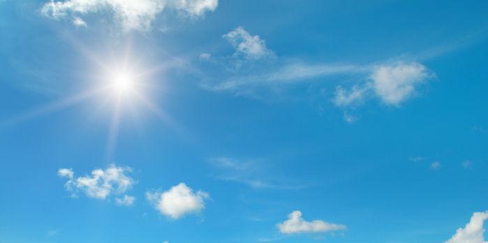 青空と光る太陽