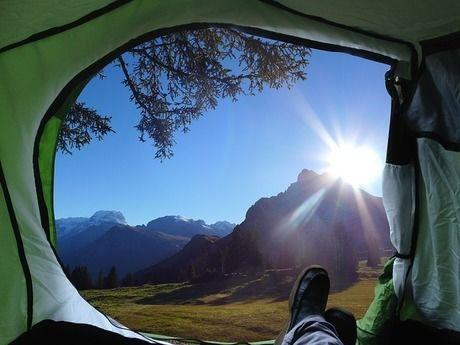 テントから見える朝日