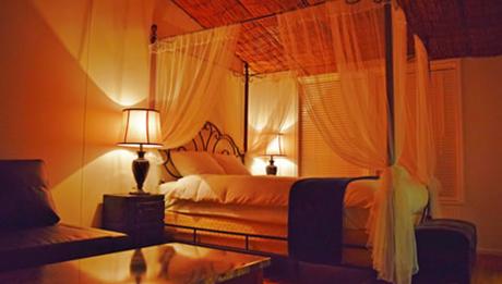 伊勢志摩エバーグレイズの天蓋付きのベッド