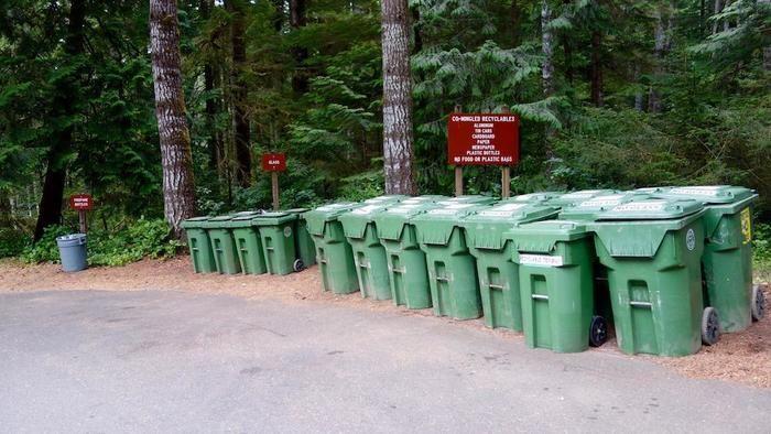 キャンプ場のゴミ捨て場の様子
