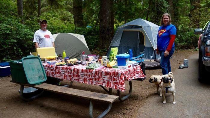 ハニーマン記念州立公園のキャンプサイトと外国人