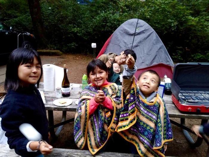 キャンプを楽しむ子供達