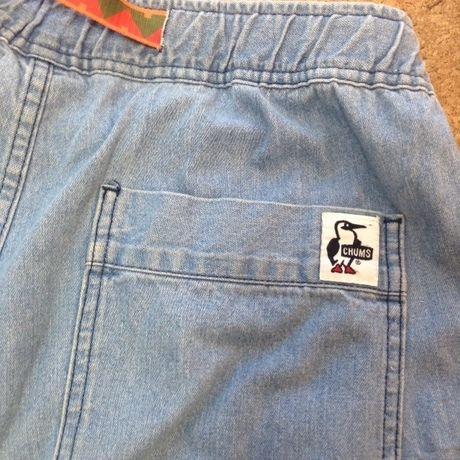 チャムスのデニムパンツのお尻のポケット部分のロゴ