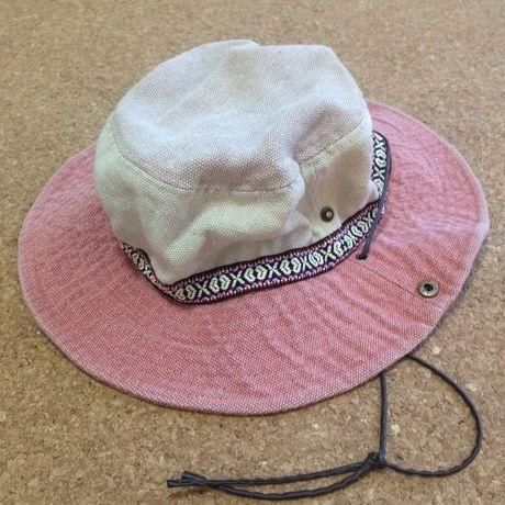 ピンクと白の帽子