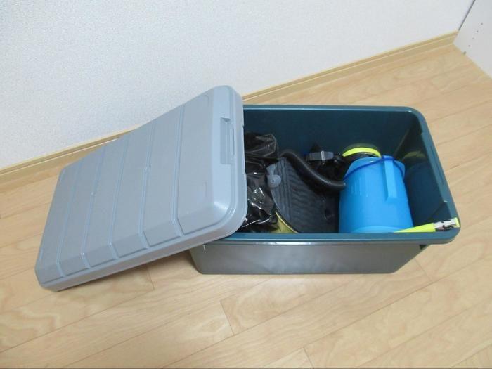 アイリスオーヤマの収納ボックスに収納された遊び道具