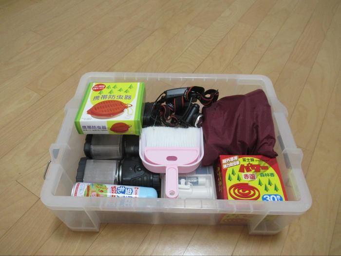 透明ボックスに収納された細かい道具