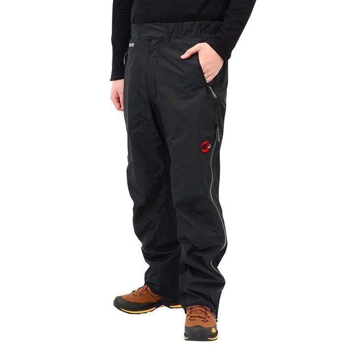 オールラウンダーパンツを履いた男性
