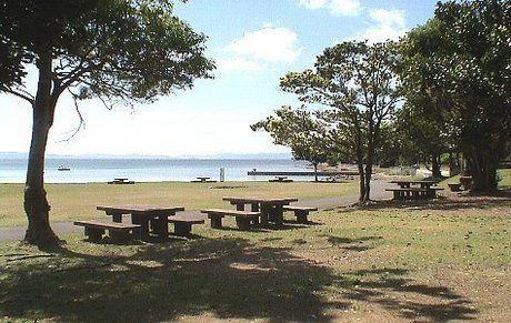 大崎オートキャンプ場のサイトと広がる海