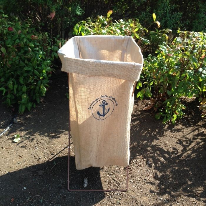 キャンプで使用するゴミ箱
