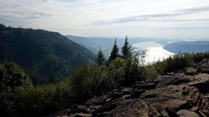 山の上から見るコロンビア川渓谷の美しい眺め