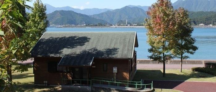 孫太郎オートキャンプ場と広大な湖