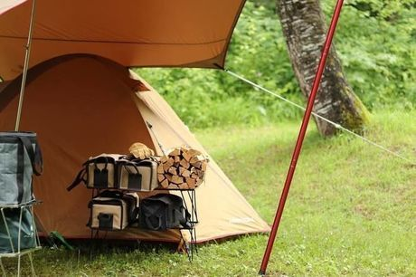 ユニフレームのフィールドラックを取り入れたキャンプサイト