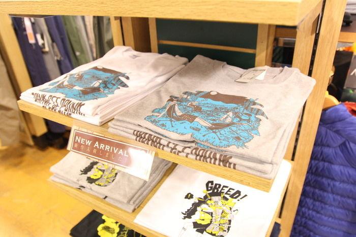店頭に置かれたエルブレスとダイスケッチさんのコラボTシャツ